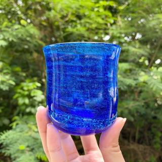 島景色でも人気な職人:平良恒雄さんの深海シリーズ🌊 深い青に潮の流れ、そして生命を感じます😊  #琉球ガラス村 #琉球ガラス  #琉球 #ガラス #グラス #コップ #糸満 #沖縄 #日本 #職人 #伝統工芸 #工芸品 #itoman #okinawa #japan #ryukyuglassvillage #ryukyuglass #glass #art #handmade #craft #craftsman #craftsmanship