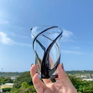 🌬涼風タンブラー🍃 今日は春らしい風も吹いてすごしやすい気候ですね😊 他のカラーでも展開してますが、なかなか見ない黒も推していきたいのでチョイスしてみました😆 じゃんがらやで展開しております🙌  #琉球ガラス村 #琉球ガラス  #琉球 #ガラス #グラス #コップ #糸満 #沖縄 #日本 #職人 #伝統工芸 #工芸品 #itoman #okinawa #japan #ryukyuglassvillage #ryukyuglass #glass #art #handmade #craft #craftsman #craftsmanship