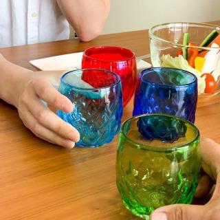 パイングラス4色セットでの販売もStay Home 第2弾から仲間入りしました😊 凹凸が特徴です🍍カラーに合わせてなにを飲みましょう🤔 (私はカフェオレとかパフェ作ったときに使ってます😋)